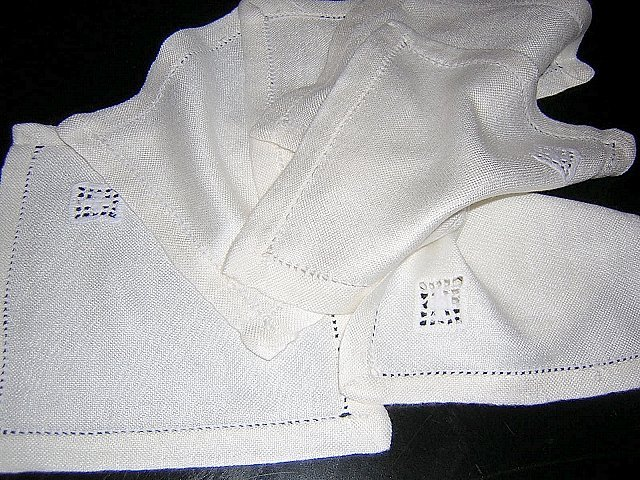6 Tea or cocktail napkins threadwork and embroidery vintage hc1739