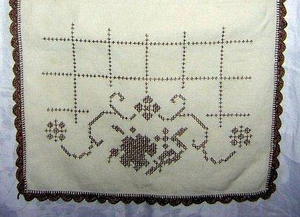 Art Deco dresser scarf table runner cross-stitch crochet edge hc1798