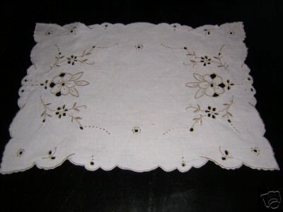 Ivory table mat Madeira style taupe embroidery vintage hc1803