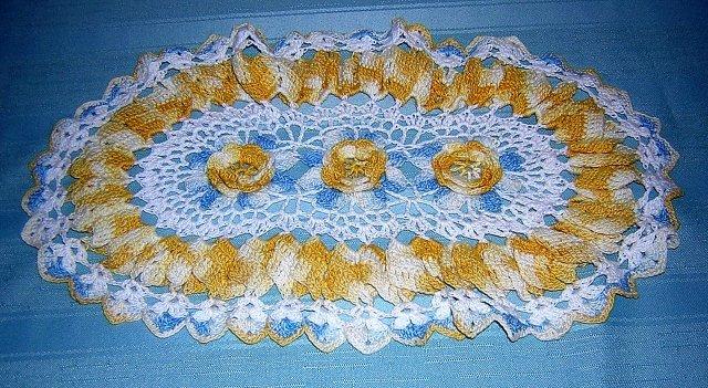 Antique Irish crochet oval doily center roses ruffled frame hc1835
