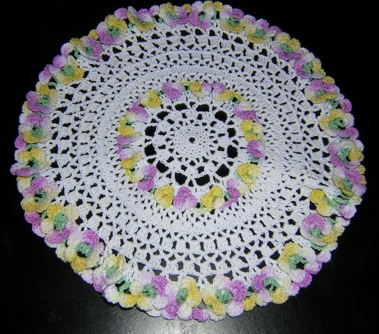 Tiny vintage crocheted doily with 3-D flowers sweet hc1880