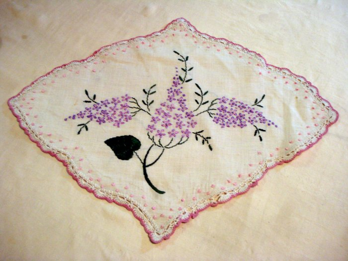 Embroidered lilacs antique linen table mat crocheted edge hc1984