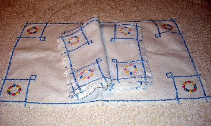 6 Placemats and 1 table runner linen embroidered Art Deco hc2057