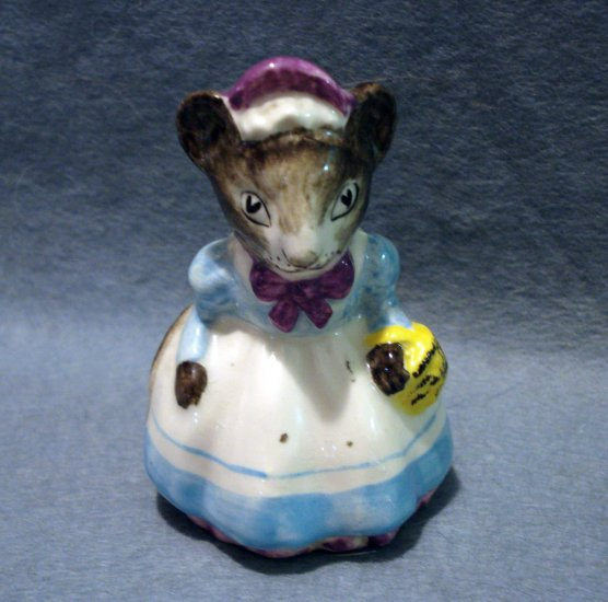 Artone Of England Mrs Mouse Ceramic Figurine Hand Painted