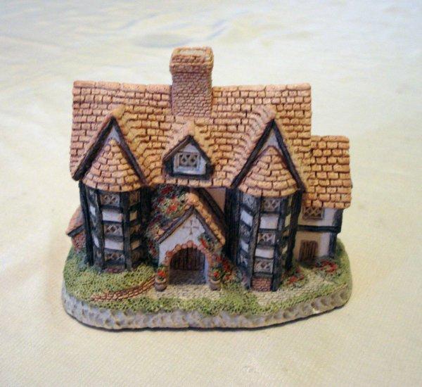 David Winter Shirehall 1985 handmade miniature house Engliand vintage collectibles hc2152