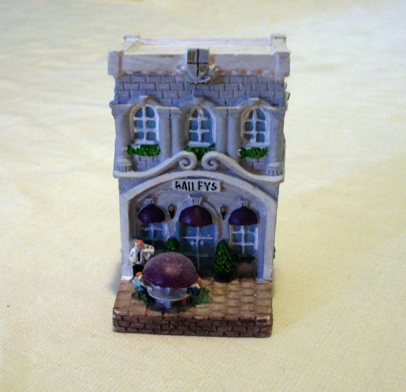 Baileys limited edition 2000 miniature Irish pub bar collectible hc2154