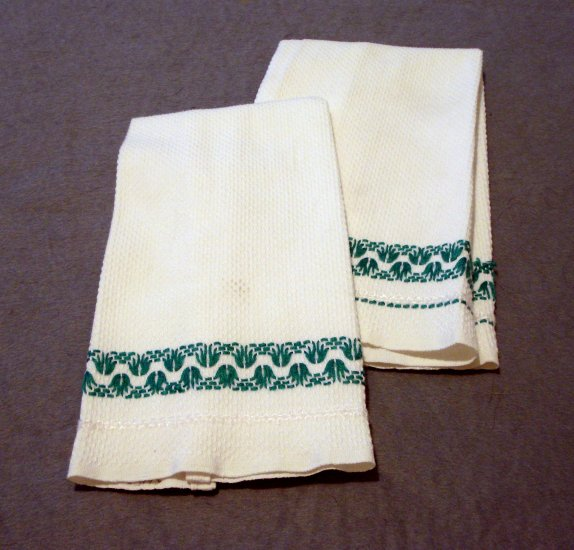 Pair embroidered huck guest towels green on white vintage hc2168