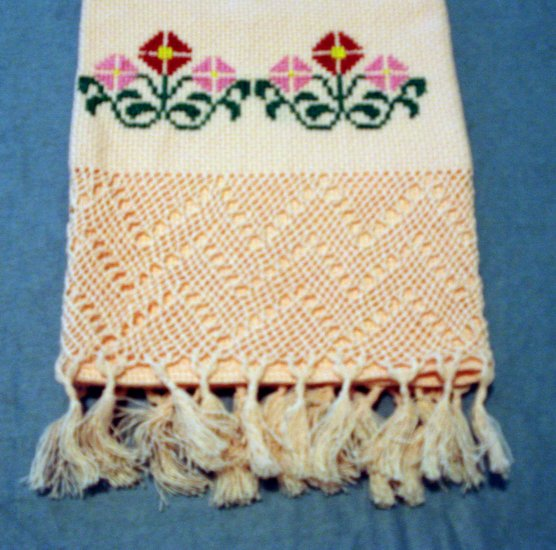 Peach embroidered Aida hand towel self threadwork lace end vintage linens hc2169