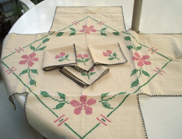 Handmade tablecloth 4 napkins cross-stitch embroidery vintage linens hc2233