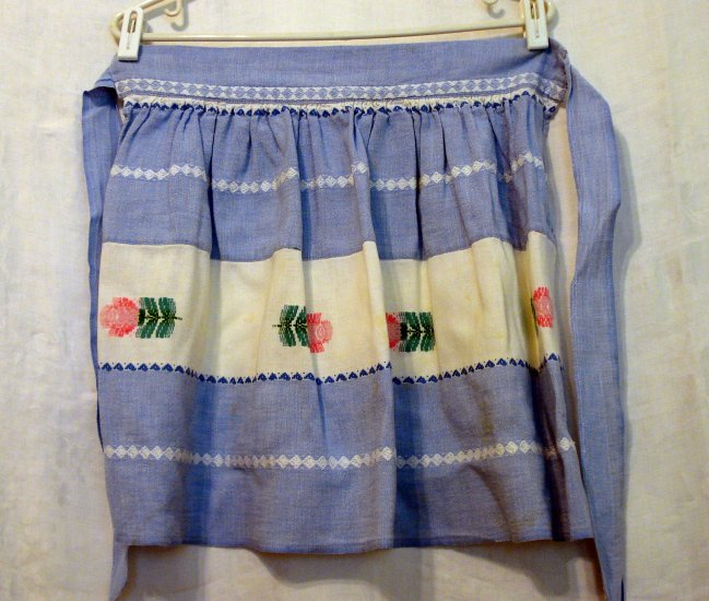 Machine embroidered hostess apron denim white pink roses vintage hc2264