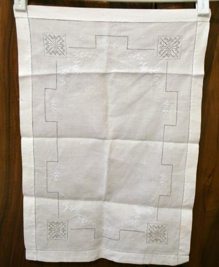 Punchwork and whitework embroidered fine linen table mat tray liner antique hc2273