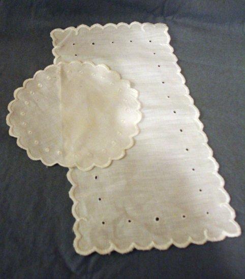 Antique linen whitework round and rectangular table mats hc2282