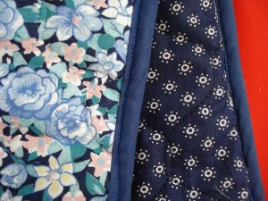 Quilted hosiery or hanky bag 4 pockets blue floral excellent vintage hc2480