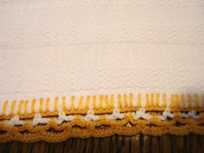 Antique white cotton towel crocheted lace hems mid size excellent hc2810