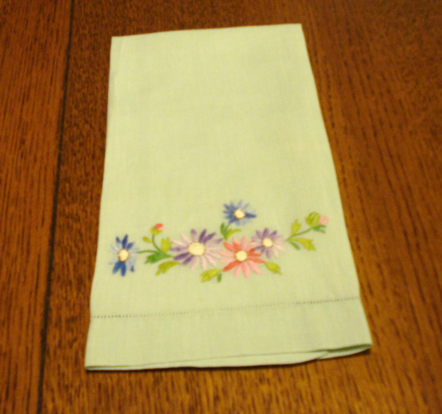 Mint green linen guest towel daisy embroidery fine antique condition hc2921