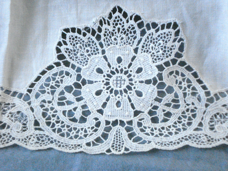 Linen hand or guest towel Oatmeal lace accent threadwork hem vintage hc2992