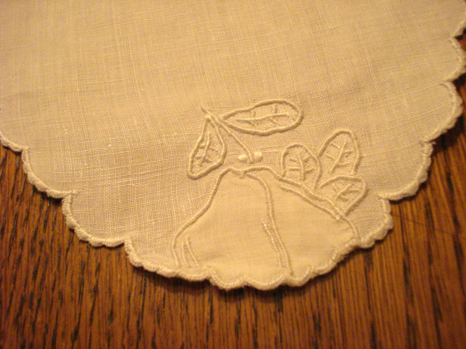 Oval Victorian bread tray liner or table mat linen whitework pear applique hc3010
