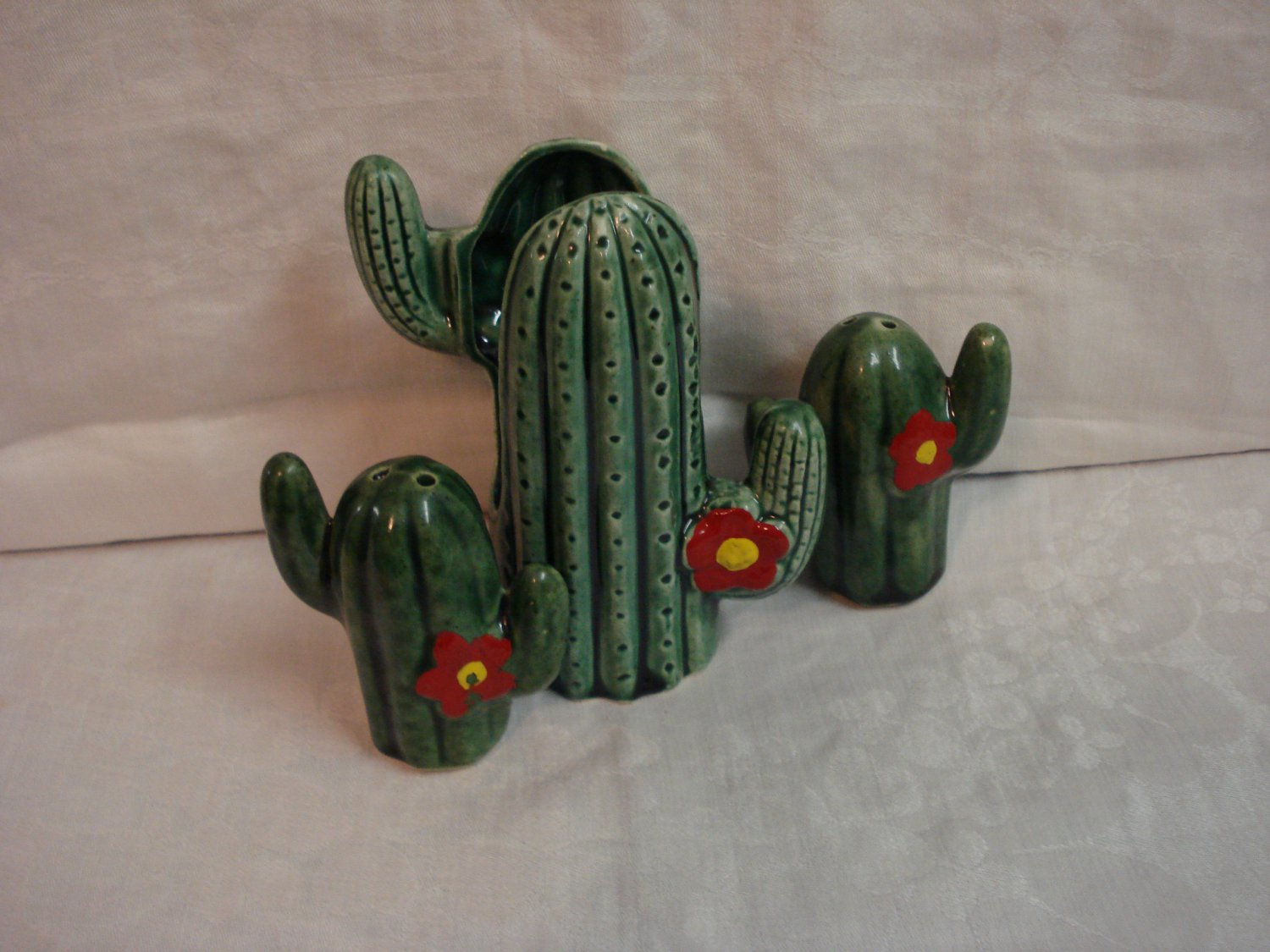Cactus salt pepper shakers n napkin holder ceramic cold painted excellent hc3266