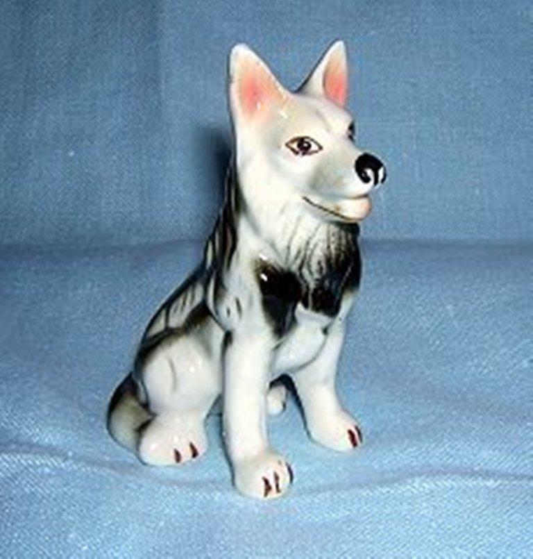 Antique German shepherd or Alsatian porcelain dog figurine hc1280