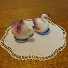 Swans a swimming salt pepper shakers ceramic pink white Mid century vintage Japan hc3378