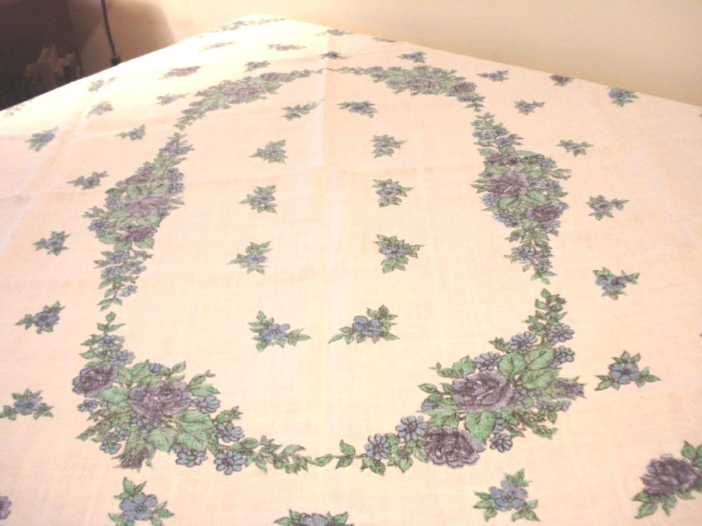 All linen printed tablecloth blue cabbage roses 62 in. no damage vintage hc2710
