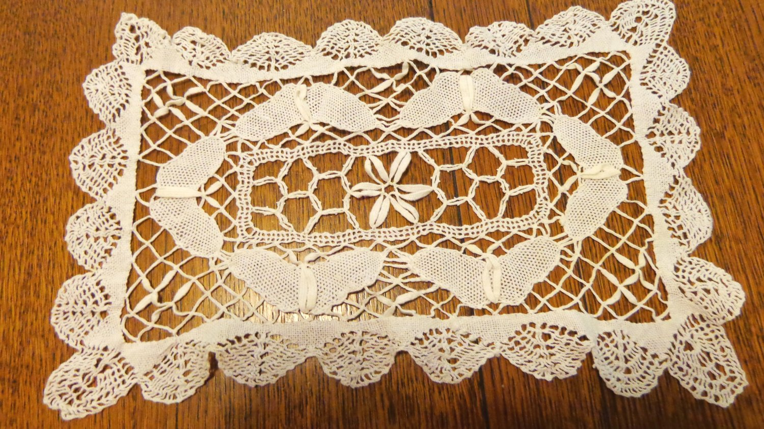Bobbin lace doily or mat white rectangular vintage perfect handmade hc3401