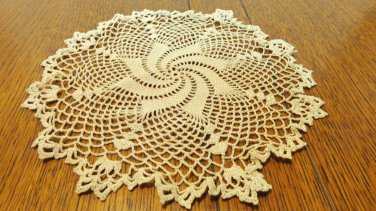Small pinwheel pattern lace doily tan or coffee color 8 inches perfect  hc3402