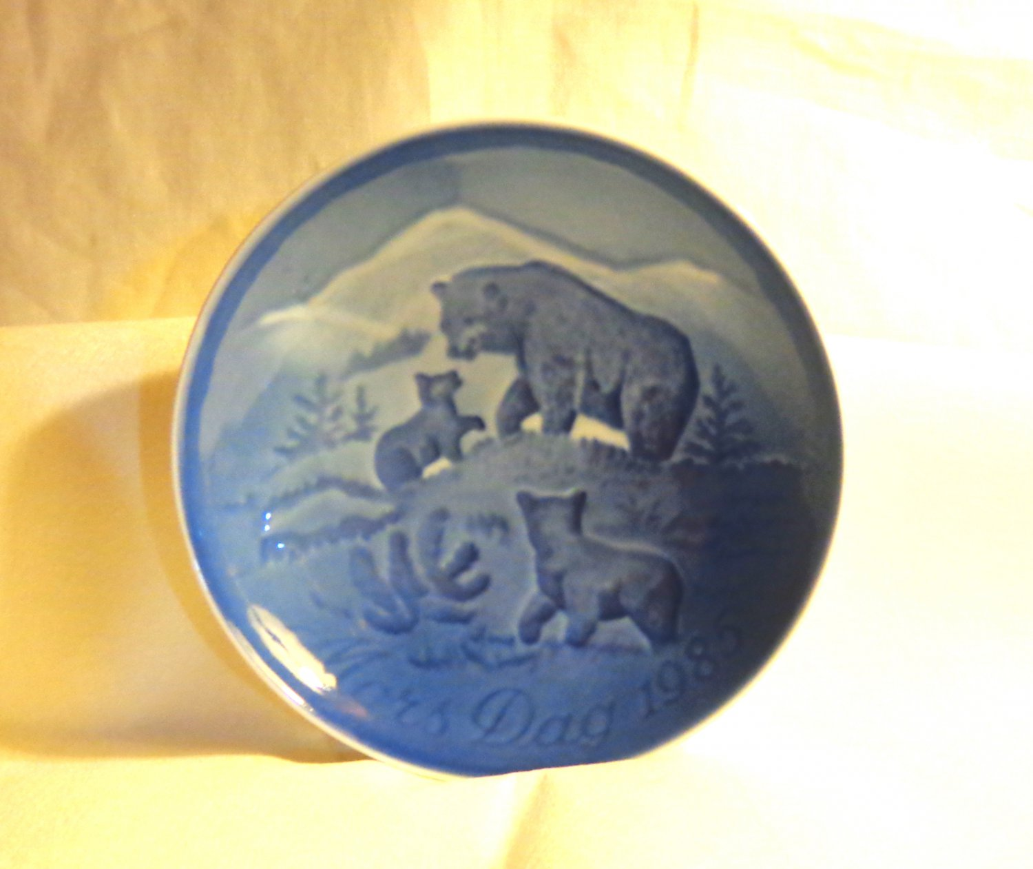 Bing and Grondahl 1985 Mother's Day plate Mors Dag bear and cubs blue BG porcelain hc3412