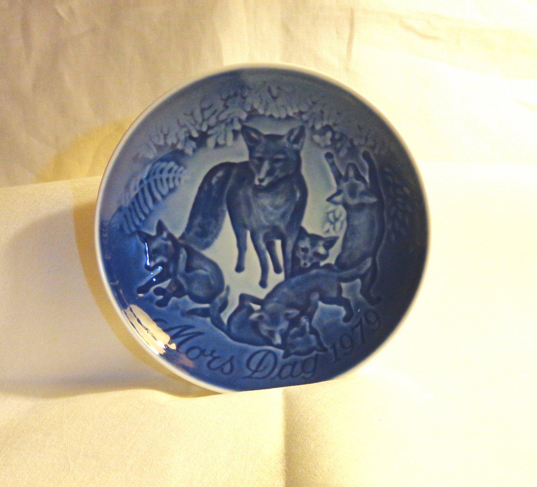 Bing and Grondahl 1979 Mother's Day plate Mors Dag fox and kits blue BG porcelain hc3413