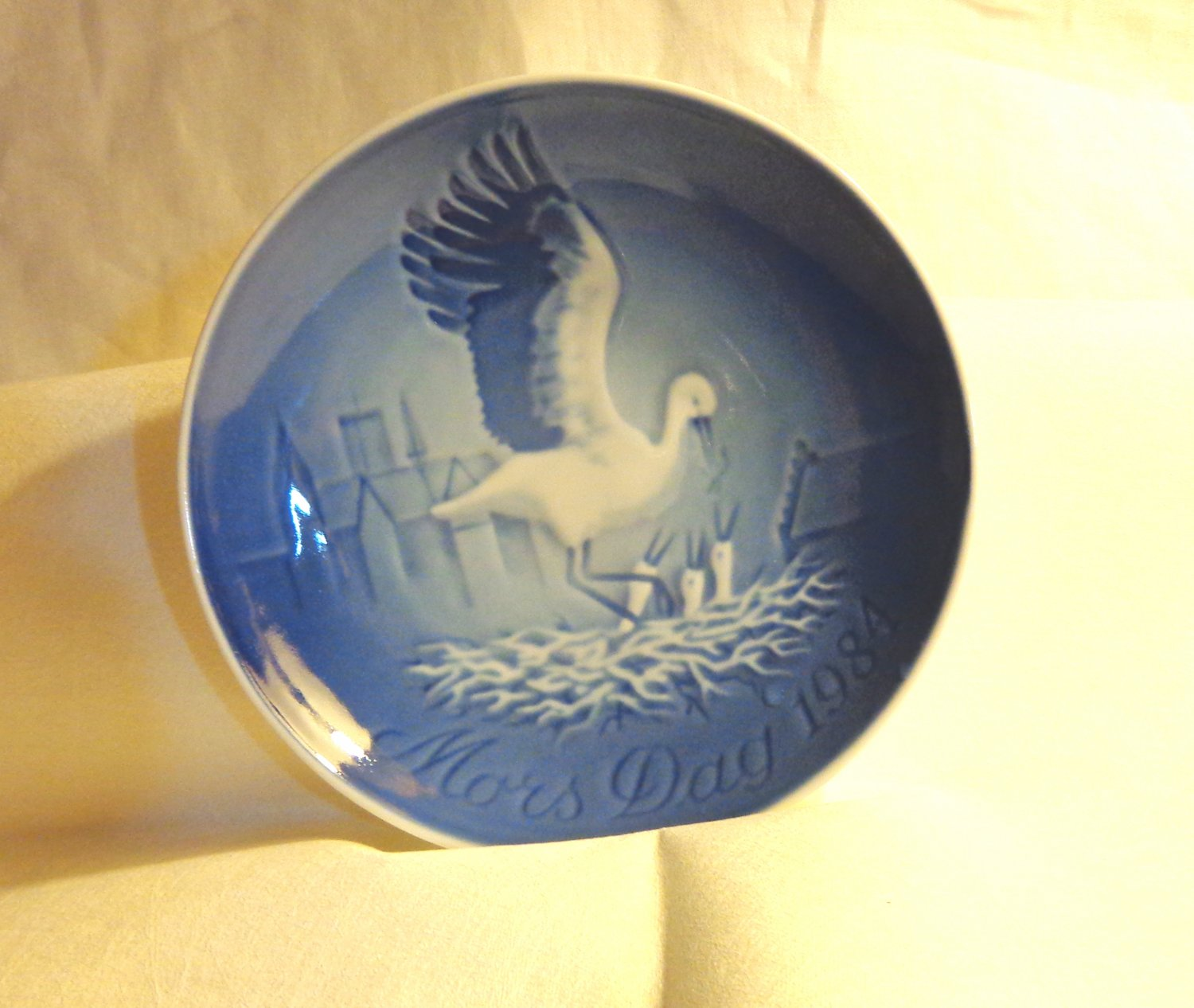 Bing and Grondahl 1984 Mother's Day plate Mors Dag wading bird nestlings blue BG porcelain hc3415