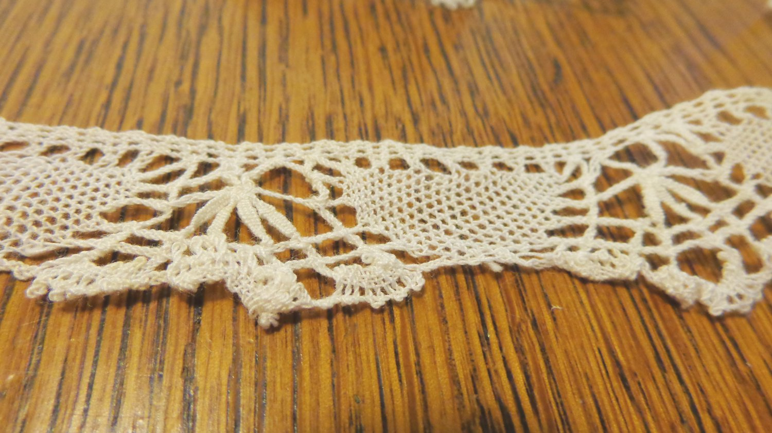 Hand made bobbin lace trim white 44 inches long 1 inch wide hc3418