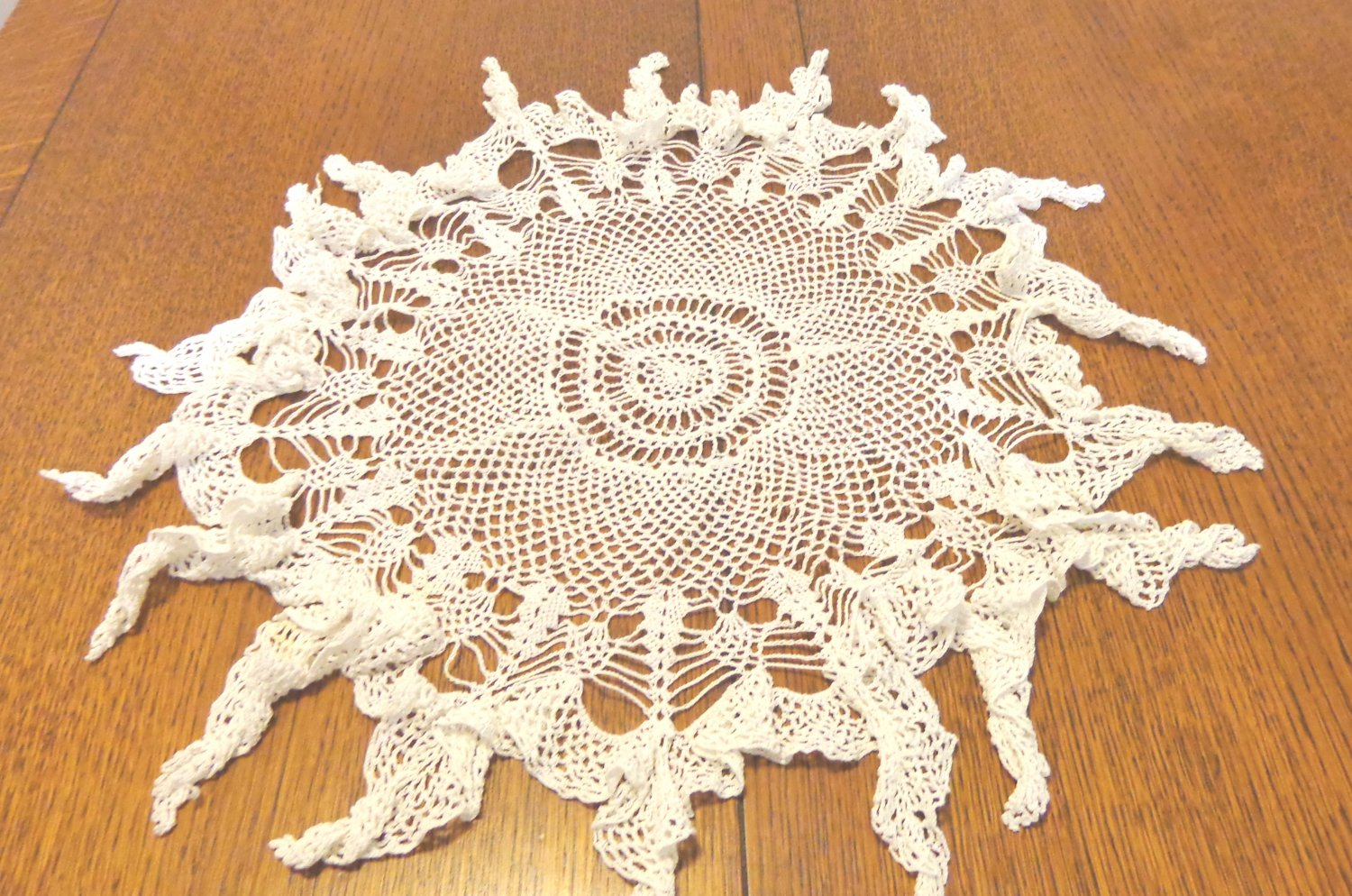 Lacy fishnet crocheted doily large round ruffled edge and hanging points white vintage hc3433