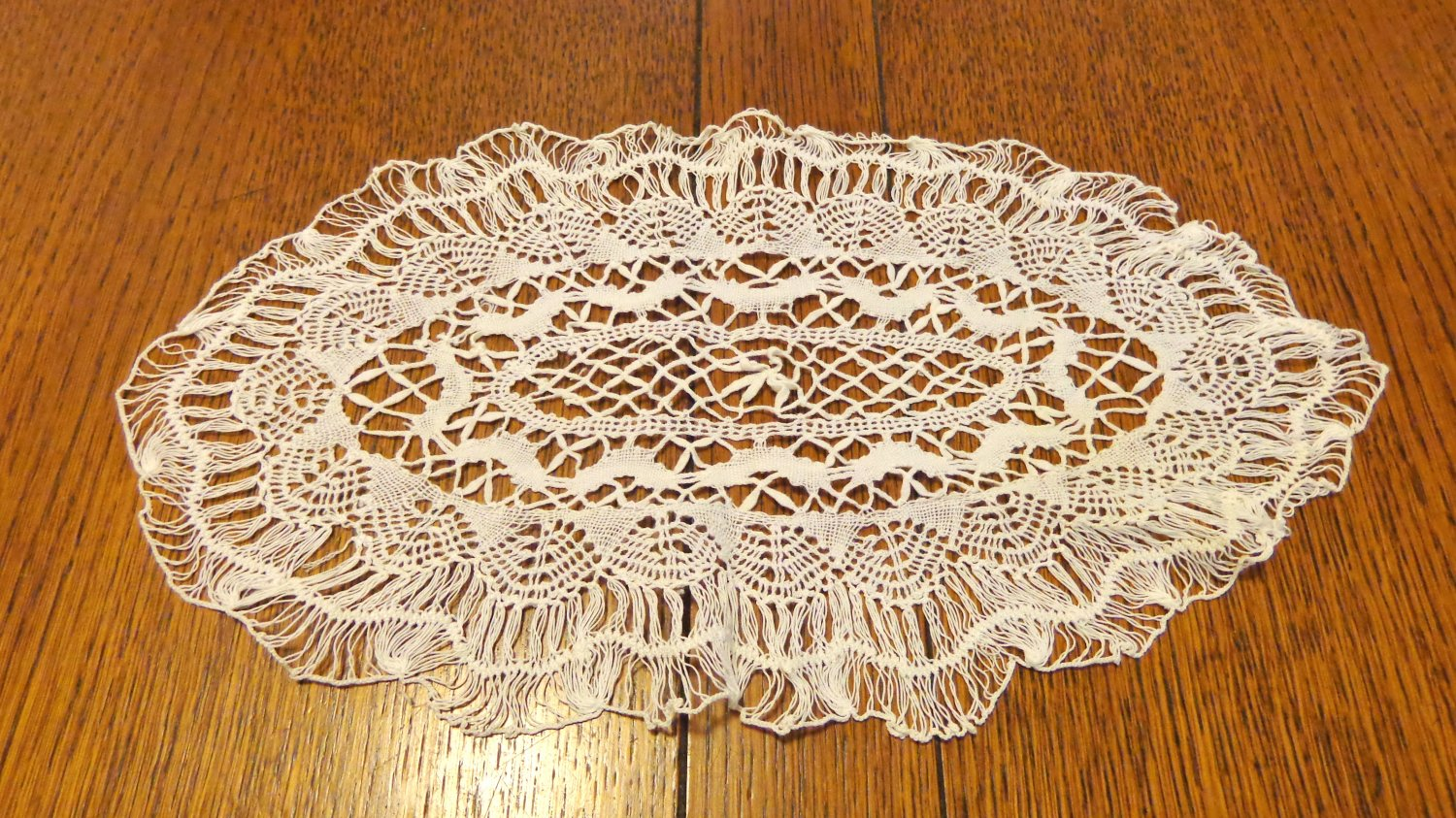13 inch bobbin lace oval doily white wispy spotless perfect vintage hc344