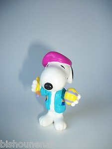 PEANUTS COLLECTIBLE SNOOPY DOG MINI FIGURINE EASTER