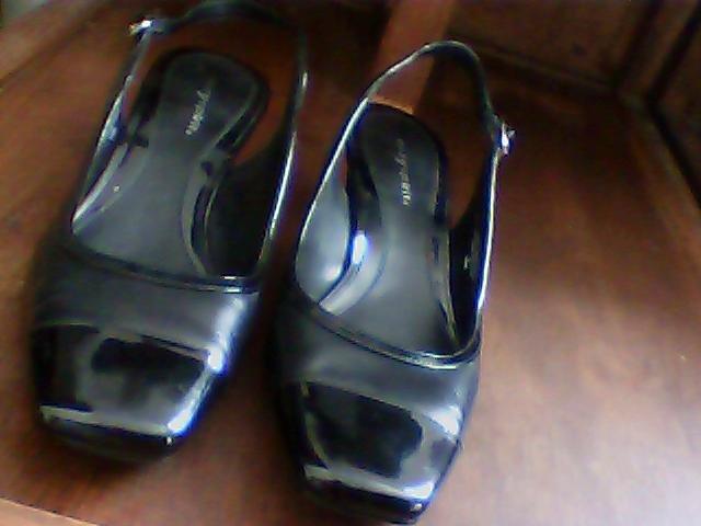 womens black shoes easyspirit size 10M short heal very nice