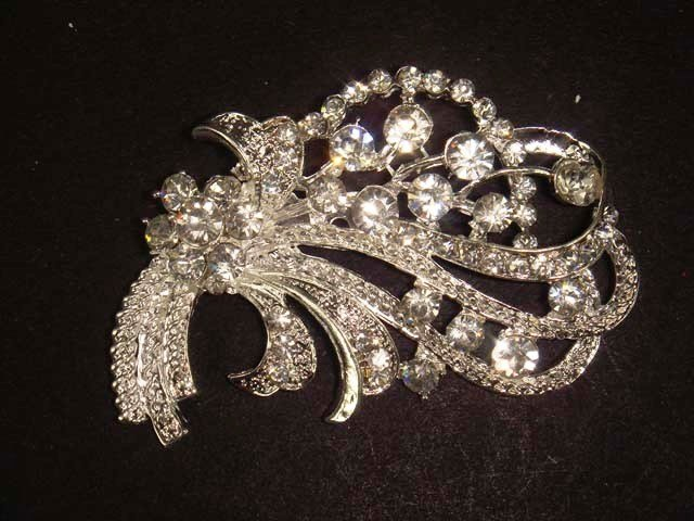 Bridal Vintage Style Cake topper sweater scarf bling Rhinestone Brooch pin Pi448