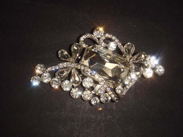 Bridal vintage style cake dress decoration topper Rhinestone Brooch pin PI499