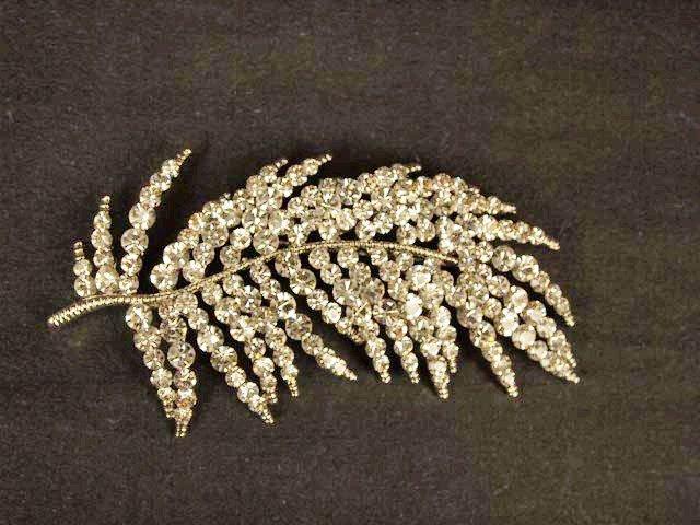 Bridal Cake Dress decoration Faether Corsage Czech Rhinestone Brooch pin PI520