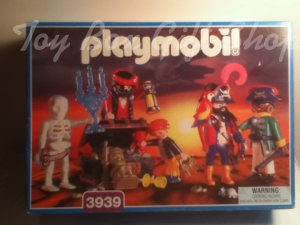 Playmobil 3939 Pirate Crew Made in Germany 2000 Detailed Crew with Treasure,Chest & More!Rare