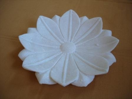 P042-LOTUS PLATE-9 INCHES