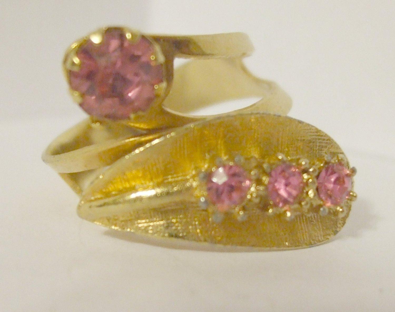 Vintage Retro Goldtone adjustable ring with Pink Rhinstones