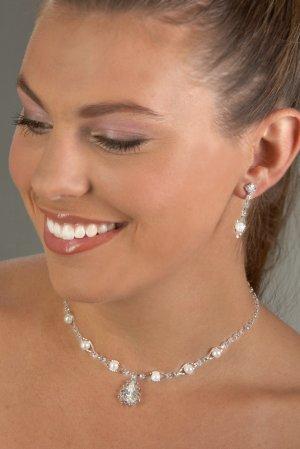 Jewel and Pearls Rhinestone Necklace Set