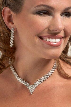 V-Style Rhinestone Necklace Set