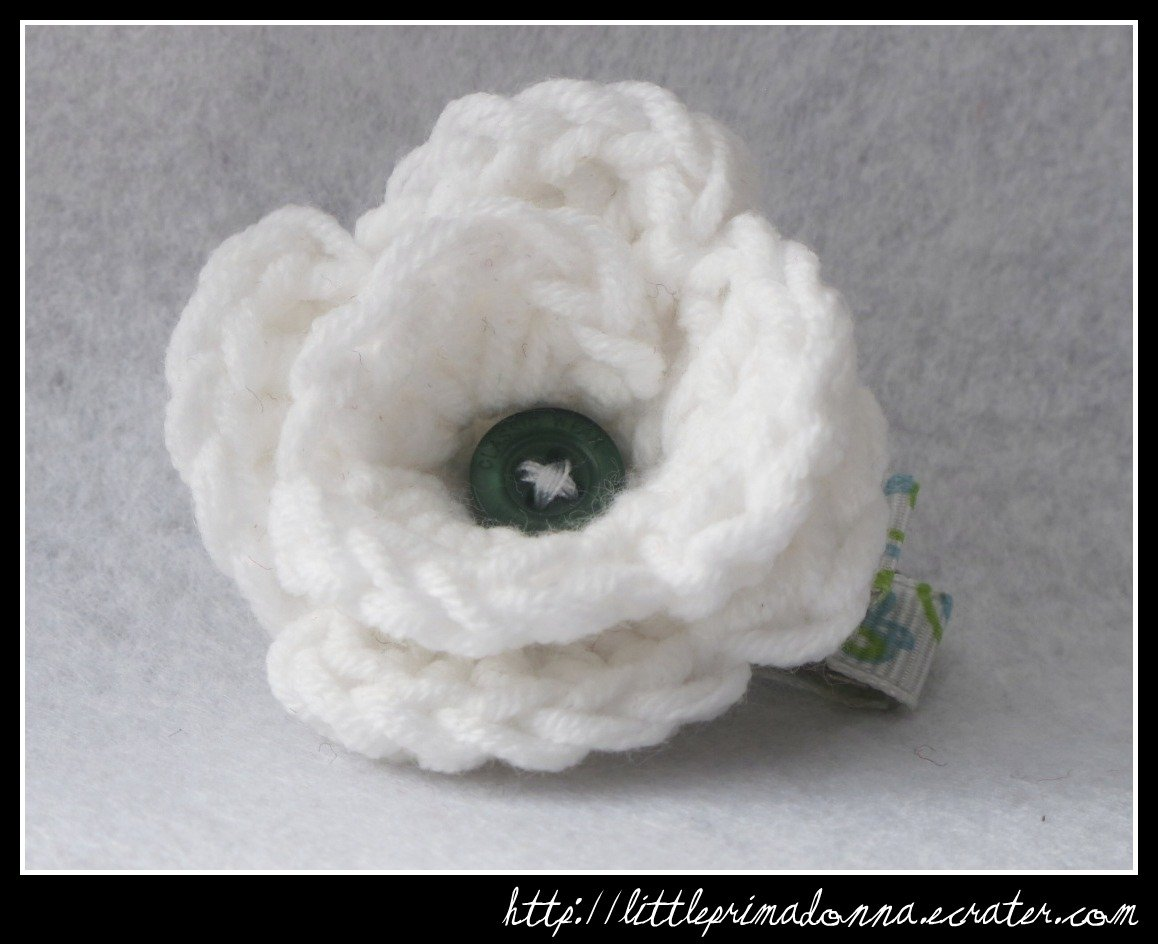 Crocheted small rose - white