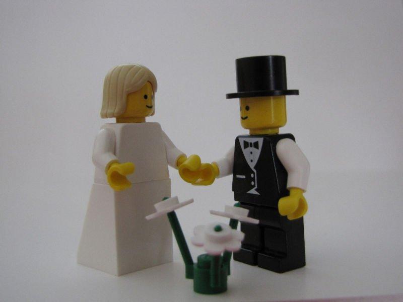 Lego BRIDE & GROOM Wedding Minifig Blonde Hair Shoulder Length
