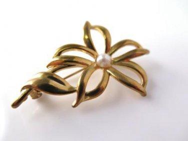 Vintage Flower Faux Pearl Pin