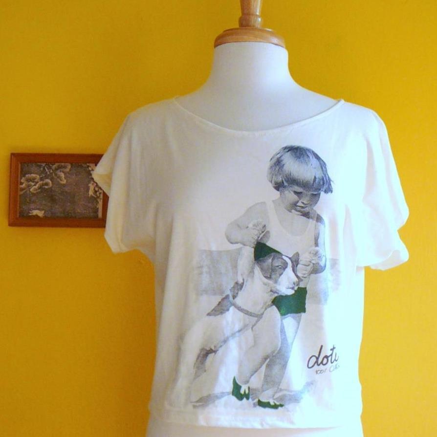 NWOT Cream Off-White Oversized Cropped Tee - Vintage-Look Blue Boy & Dog M L