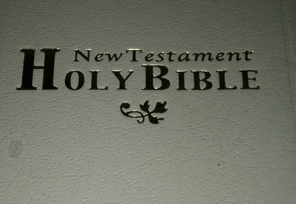 The Holy Bible New Testament KJV Pocket/Mini/Travel Size White w/Gold Trim Pages