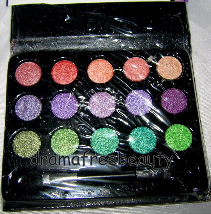 L.A. Colors LITTLE BLACK BOOK of 15 Eyeshadows *GLAM Edition* Palette BN &Sealed