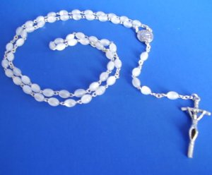 WHITE ROSARY RS102